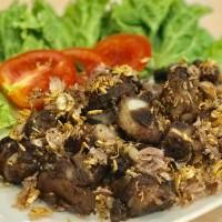 ซี่โครงอ่อนทอดกระเทียมพริกไทย Fried pork spare ribs with garlic and pepper