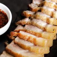 หมูสามชั้นทอดน้ำปลา (Fried Streaky Pork with Fish Sauce)