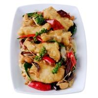 เนื้อปลากระพงผัดพริกแห้งเม็ดมะม่วงสมุนไพร