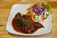 ปลาดุกทอดผัดเผ็ด stir fried crispy catfish with curry