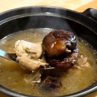 ซี่โครงหมูตุ๋นเห็ดหอม Spare ribs soup with shiitake