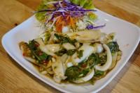 ปลาหมึกผัดกระเพรา Stir fried squid with Basil leaves