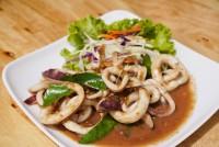 ปลาหมึกผัดกะปิ stir-fried squids with chilli sauce